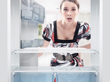 Холодильник шумит и гудит